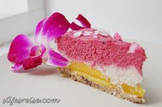 RAW cake: Raspberry Coconut with mango