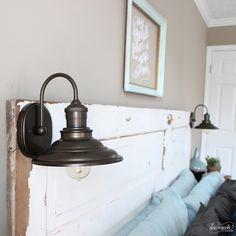 DIY Vintage Door Headboard with lights Headboard Designs, Vintage Home Decor, Vintage House, Headboard From Old Door, Diy Vintage, Traditional Interior Design, Diy Headboard, Old Door Projects, Headboard With Lights