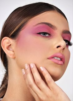 Fashion Beauty, Editorial, How To Make, Jewelry, Monochromatic Makeup, Rolling Makeup Case, Makeup Sites, Professional Makeup, Fall Winter