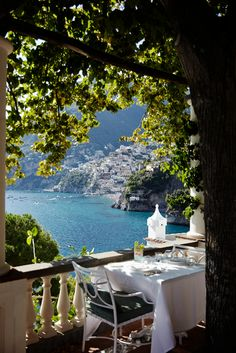 Whether they& overlooking a coastal cliffside or spectacular skyline, these are the world& most amazing restaurants with a view. Oh The Places You'll Go, Places To Travel, Places To Visit, Travel Diys, Luxury Restaurant, Photos Voyages, Travel Aesthetic, Greece Travel, Holiday Destinations
