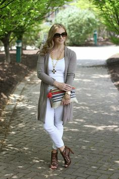 You can create various styles and looks by wearing white pants and white jeans in winter. We are here to help you in this matter and show you the stylish ways to wear white jeans in winter and fall. Summer Outfits, Casual Outfits, Cute Outfits, Fashion Outfits, Womens Fashion, Fashion Ideas, White Jeans Winter, Julie, Long Cardigan