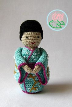 Just finished a new amigurumi toy, a lovely Japanese doll, a Geisha. An adorable little doll that makes me and otherssmile just by looking at :) For a PDF pattern please visit: