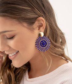 "80 Me gusta, 3 comentarios - AV Accesorios Cali (@avaccesorioscali) en Instagram: ""Tejidos a mano... Detalles que te hacen únicas!! . . . . . . . . . #avm #avmacessorios…"" Bead Jewellery, Beaded Jewelry, Handmade Jewelry, Beaded Bracelets, Jewelery, Diy Necklace, Bead Earrings, Jewelry Accessories, Jewelry Design"