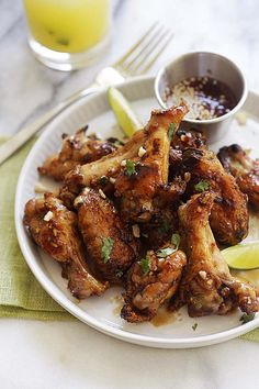 Vietnamese Chicken Wings - sticky sweet chicken wings recipe with fish sauce, garlic and sugar marinade. These oven baked chicken wings are delicious! Vietnamese Chicken Wings Recipe, Sweet Chicken Wings Recipe, Best Chicken Wing Recipe, Baked Chicken Wings, Chicken Wing Recipes, Crispy Chicken, Easy Delicious Recipes, Yummy Food, Easy Recipes