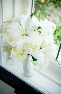 $175 White Lilies with Roses #wedding #bouquet by @nancyliuchin. Tu Photography