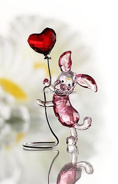Swarovski - Playful, cute and dynamic, Winnie the Pooh's friend Piglet sparkles in Rosaline and Rose crystal. He holds a heart-shaped Light Siam Satin crystal . Disney Figurines, Glass Figurines, Swarovski Crystal Figurines, Swarovski Crystals, Winnie The Pooh Friends, Disney Love, Snow Globes, Disneyland, Glass Art