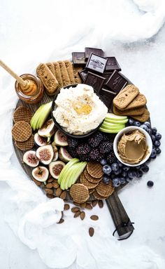 Whipped Mascarpone Dip How to Make a Dessert Board – The Windy City Dinner FairyThe Windy City Dinner Fairy Watermelon Fruit Displays, Luau Fruit Display, Desserts For A Crowd, Winter Desserts, Dessert Recipes, Party Recipes, Cheese Platters, Food Platters, Jungle Fruit