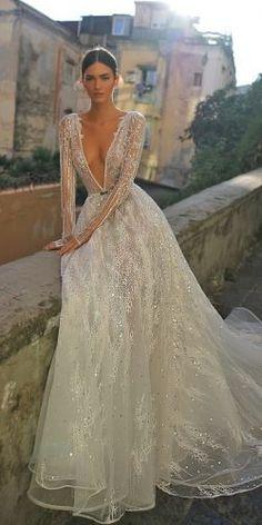 Inbal Dror 2019 Wedding Dresses – World of Bridal 2019 – Sommer Hochzeit Trend 2019 Sexy Wedding Dresses, Bridal Dresses, Wedding Gowns, Bridesmaid Dresses, Dresses Dresses, Beaded Wedding Dresses, Lace Wedding, Dramatic Wedding Dresses, Swan Lake Wedding