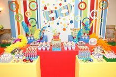 Olá queridas!!! O carnaval já se aproximando, trazendo com ela muitaalegria e diversão. Que tal aproveitar toda essa magia e encanto da festa do carnaval e fazer como tema de aniversáriodos pequenos e reunir todo mundo e fazer aquelafolia Podem soltar a imaginação e brincar com muitas cores, fantasias, serpentina, mascaras. Confetes e serpentinas dão … … Continuar lendo →