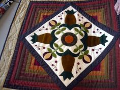 cute idea for a pineapple quilt. Wool Applique, Applique Quilts, Pineapple Quilt, Quilt Border, Wool Art, Quilted Table Runners, Small Quilts, Quilt Blocks, Needlework