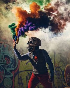 Smoke photography ideas - With the knowledge where to purchase smoke bombs for photography you won't ever be boring again. Smoke photography is extre. Smoke Bomb Photography, Urban Photography, Photography Ideas, Rauch Fotografie, Graffiti, Colored Smoke, Smoke Art, Vape Tricks, Poster S