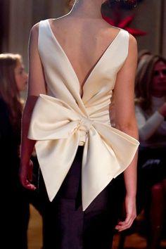 TerraCoquetta: Vassilis Zoulias (''Old Athens'') Fashion Details, Look Fashion, 90s Fashion, Couture Fashion, African Fashion, Runway Fashion, Fashion Dresses, Womens Fashion, Fashion Design
