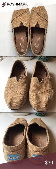 Burlap Toms Worn once for literally about an hour... Great condition! Only flaw--inside of right shoe there is a little spot (where the heel sits). Great shoes--go with everything! Price firm TOMS Shoes Flats & Loafers