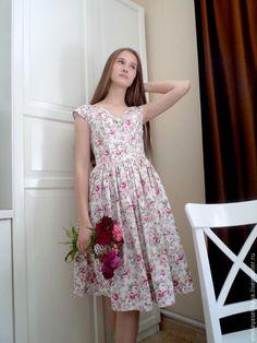 Купить белые платья в цветочек