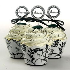 Beautiful scroll vines in black & white reversible cupcake wrappers. Add a little fun to your cupcakes! You pick which color to use! 48 reversible cupcake wraps per package Made in the U. L x Made of food s Cheer Cupcakes, New Year's Cupcakes, Yummy Cupcakes, Elegant Cupcakes, Pretty Cupcakes, Decorated Cupcakes, Beautiful Cupcakes, Cupcake Wraps, Cupcake Toppers
