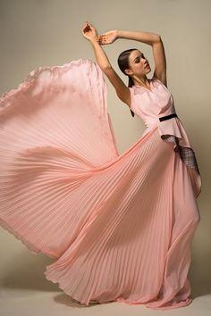 gabytaangeles:   Untitled en We Heart It. http://weheartit.com/entry/83853540/via/Luna_mi_Angel - Gracefully Flowing...