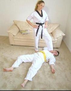 Immagine correlata Female Martial Artists, Martial Arts Women, Taekwondo Video, Victory Pose, Martial Arts Workout, Mixed Wrestling, Karate Girl, Girl Fights, Female Supremacy