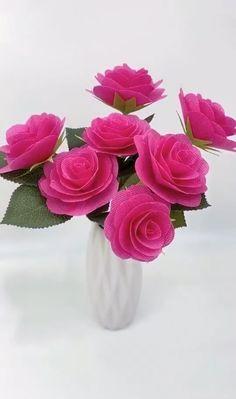 Diy Crafts Hacks, Diy Crafts For Gifts, Creative Crafts, Cool Paper Crafts, Paper Crafts Origami, Tissue Paper Flowers, Paper Roses, Flower Crafts, Diy Flowers