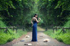 Natura! Ne siamo circondati e avvolti, incapaci di uscirne, incapaci di penetrare più addentro in lei. Non richiesta, e senza preavviso, essa ci afferra nel vortice della sua danza e ci trascina Con sé nella sua poesia, finché, stanchi, non ci sciogliamo dalle sue braccia.(Photo-Matteo De Grandis © Tutti i diritti riservati.) #Model #Dress #Leaves #Tree #Hair #Pose #Blue #Woman #Girl #Mikon #Book #Beautiful