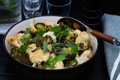 Paahdettu kukkakaali ja parsakaali | Resepti touchoftaste.fi Broccoli Recept, Bongs, Vegan, Touch, Vegetables, Food, Losing Weight, Essen, Vegetable Recipes