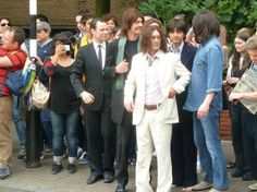 Fans cause big traffic jam in celebration of Abbey Road 45th anniversary