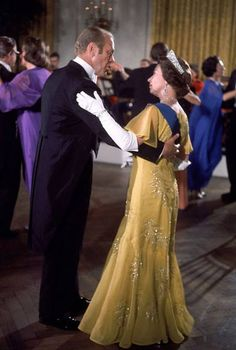 Queen Elizabeth II & President Gerald Ford dancing at the White House in 1976.
