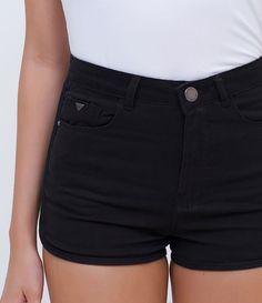 Short feminino  Cintua alta  Marca: Blue Steel  Tecido: sarja  Composição: 98% algodão e 2% elastano  Modelo veste tamanho: M     COLEÇÃO INVERNO 2016     Veja outras opções de    shorts femininos.