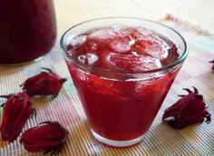 Here's a simple and delicious Jamaican sorrel drink recipe. Jamaican Sorrel Drink Recipe, Jamaican Drinks, Jamaican Dishes, Jamaican Recipes, Guyanese Recipes, Caribbean Drinks, Caribbean Recipes, Caribbean Food