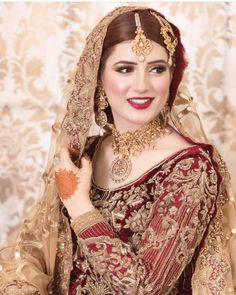 Not like my usual posts but Im really appreciating the henna Pakistani Bridal Makeup, Pakistani Wedding Outfits, Indian Bridal Outfits, Indian Bridal Fashion, Pakistani Dresses, Shadi Dresses, Pakistani Suits, Bridal Makeup Looks, Bridal Looks