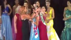 Gar nicht fein: Verliererin reißt Schönheitskönigin die Krone runter!