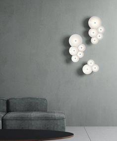Combo Design is officieel dealer van Luceplan ✓ Bulbullia wandlamp makkelijk te bestellen ✓ Gratis verzending (NL) ✓Altijd scherpste prijs✓ 1st Apartment, Flat Shapes, Geometric Form, Soap Bubbles, Wall Lights, Led, Furniture, Home Decor, Lighting Products
