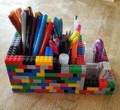Cadeaux home-made pour gâter mes loulous - ElLa Fé Lego Duplo, Lego Moc, Lego Desk, Diy Pour Enfants, Lego Creative, Lego Girls, Lego Challenge, Lego Bedroom, Pot A Crayon