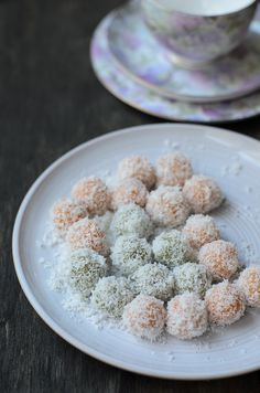 Green and Gold Onde-Onde / Glutinous Rice flour Balls filled with Palm sugar