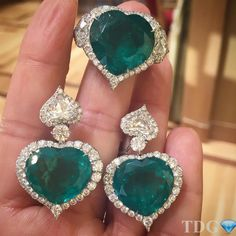 One of the most exquisite emerald sets I have ever seen, at Bal Harbour boutique a while back.an absolute unforgettable highlight of my jewelry hunting career! Emerald Earrings, Emerald Jewelry, Stud Earrings, Diamond Jewellery, Heart Jewelry, Jewelry Sets, Fine Jewelry, Columbian Emeralds, Diamond Girl