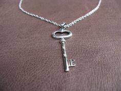Este colgante de plata es perfecto para regalar con buenos deseos de prosperidad #onlyou