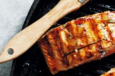 For a gourmet twist, coat salmon in lemon, lime and ginger marmalade glaze. Kaffir Lime Salmon, Ginger Salmon, Glazed Salmon, Low Carb Recipes, Vegan Recipes, Cooking Recipes, Seafood Recipes, Lime Salmon Recipes, Gourmet
