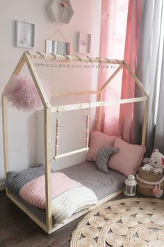 diy Facile fille - Diy Facile Rapide Chambre New Ideas The Effective Pictures We Offer You About Montessori nursery A quality picture can tell you many things. You can find the most beautiful pict Toddler Rooms, Toddler Bed, Kabine, Little Girl Rooms, Kids Furniture, Girls Bedroom, Girl Nursery, Baby Room, Kids Room