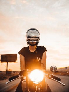 Basically out here having a lot of fun! Motorcycles shall no longer be just meant for men Motorbike Girl, Motorcycle Helmets, Motorcycle Girls, Motorcycle Garage, Lady Biker, Biker Girl, Hot Rods, Chicks On Bikes, Cafe Racer Girl