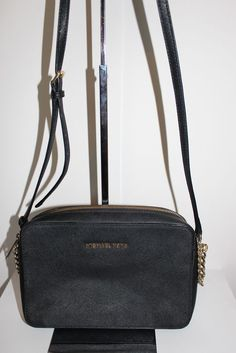 ade2faaa6b7b Offered in Catawiki's Bags Auction: Michael Kors Jet Set - Travel Crossbody  Bag.