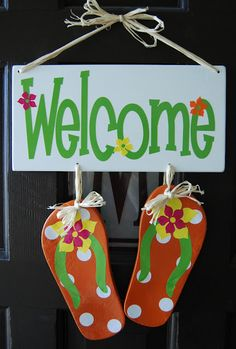Burton Avenue: Flip Flop Welcome Sign - Burton Avenue: Flip Flop Welcome Sign Beach Crafts, Summer Crafts, Summer Fun, Pink Summer, Wood Crafts, Diy And Crafts, Flip Flop Craft, Craft Projects, Projects To Try