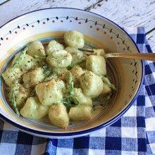 http://www.italianfoodforever.com/category/life-in-italy/ http://www.italianfoodforever.com/about/