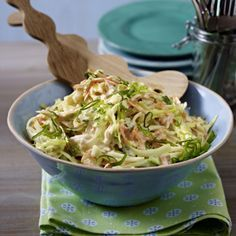 The recipe for American coleslaw and other free recipes on LECKER.de The recipe for American coleslaw and other free recipes on LECKER. Creamy Coleslaw, Vegan Coleslaw, Healthy Coleslaw Recipes, Salad Recipes, Drink Recipes, Jackfruit Burger, Tasty, Yummy Food, Grilling Recipes