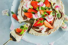 Enkel ostekake med jordbær og sjokolade   Coop Mega Gelatin, Sweet Tooth, Strawberry, Fruit, Cooking, Cake, Desserts, Food, Kitchen
