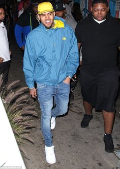 Foam Beach Party Birthday Celebration at Playhouse Hollywood in Los Angeles Teenager Outfits, Boy Outfits, Chris Brown Outfits, Brown Fashion, Mens Fashion, Chris Brown Pictures, Chirs Brown, Breezy Chris Brown, Nike Air Force 1 Outfit