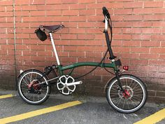 This bike arrived as a rather tired standard green Brompton, it left with red Rohloff hub gear, SON hub dynamo lighting, Hope hydraulic discs and some other lovely touches. Folding Bicycle, Bicycle Pedals, Velo Brompton, Bike Friday, Retro Bike, Urban Bike, Bike Style, Vintage Bicycles, Cool Bikes