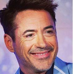 Oh Robert Downey jr's smile!!