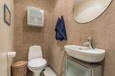 Myydään Puutalo-osake 4 huonetta - Turku Keskusta Piispankatu 6 - Etuovi.com 9465863 Bed & Bath, Osaka, Toilet, Bathroom, Washroom, Flush Toilet, Full Bath, Toilets, Bath