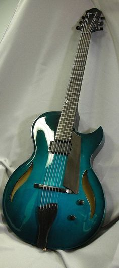 Benedetto Bambino Deluxe single cutaway archtop in Aquamarine Burst, with a single 1 Benedetto A–6 gold pickup!