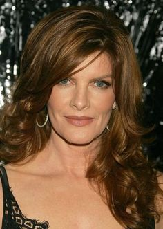 Model and actress Rene Russo uses makeup to create a natural and feminine look that helps highlight her best features. Rene Russo, Beautiful Old Woman, Most Beautiful Faces, Gorgeous Women, Gorgeous Hair, Brunette Color, Brunette Hair, Medium Hair Styles, Long Hair Styles