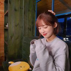 Oh My Girl Jiho, Oh My Girl Yooa, Arin Oh My Girl, South Korean Girls, Korean Girl Groups, Rapper, Girl Standing, Extended Play, Girls World